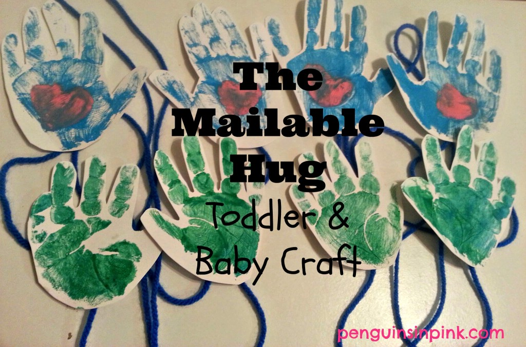 The Mailable Hug Toddler & Baby Craft - a fun, easy craft to do with your toddlers or babies to mail a hug to someone far away.  Perfect for holidays/special occasions #kidscraft